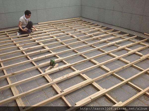 風格木地板*2013*北市杭州南路/台北官邸(約70坪木地板施工)/豪宅規格-木地板人字照型拼貼-戶外才南方松*使用:佳樂美carrymay/海島型木皮木質地板/歐盟E1及無毒夾板!