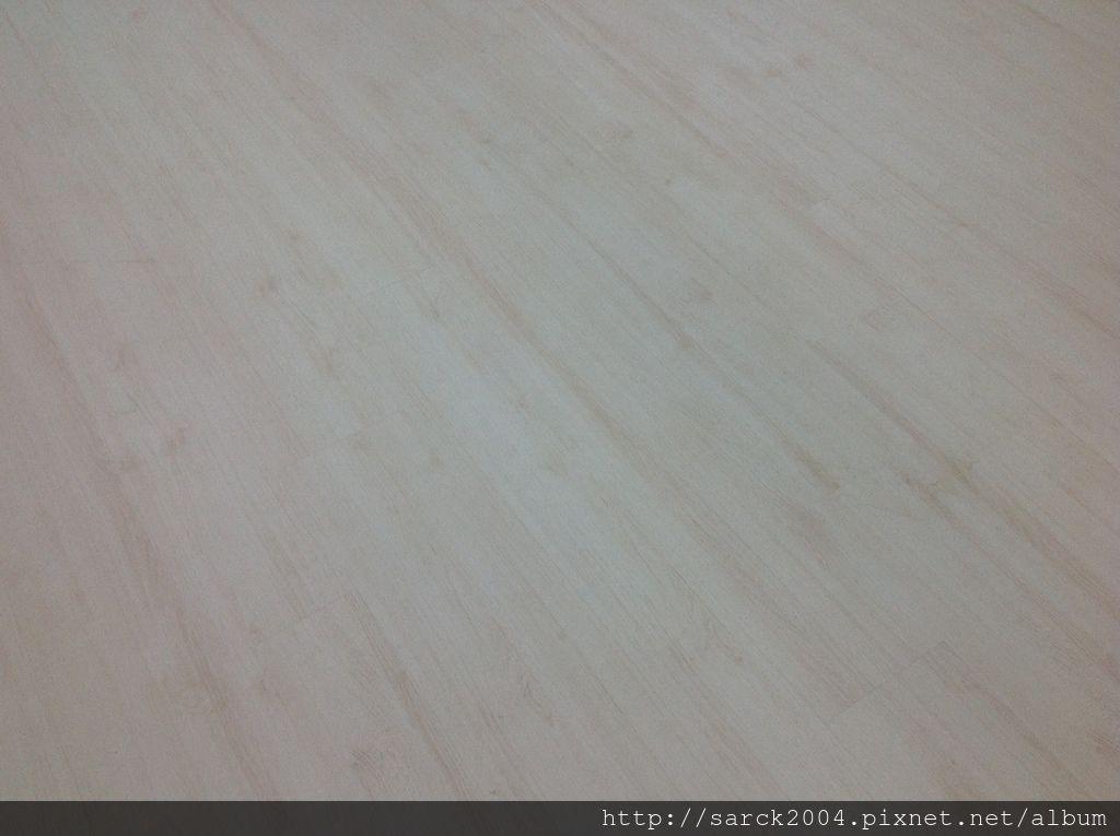 風格木地板*2013*北市師範大學-舞蹈教室-架高木地板施工*地面平整度佳才能跳出好的舞步唷*品名:依德海拉/強化海島型超耐磨木地板(6.4吋4尺長0.9公分)/RE系列水晶面/低甲醛/綠建材商品!
