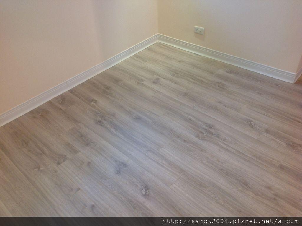 風格木地板*2013*新北市中和區直鋪木地板施工(全室木地板施工)*贈送黑色靜音墊唷*品名:沃倫丹/海島型超耐磨木地板/淺灰色系/北部最低價位木地板施工!