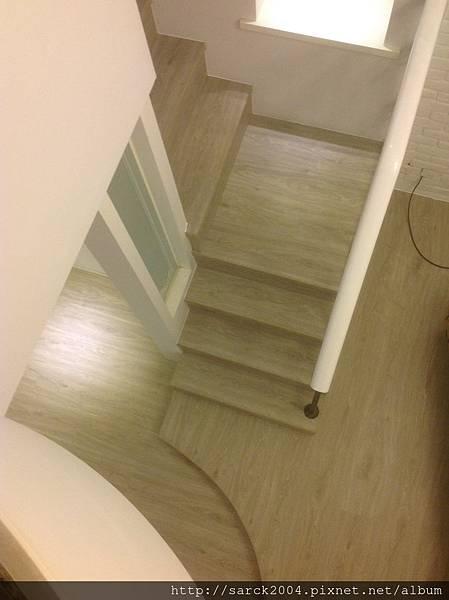 風格木地板*2013*新北市板橋區四川路*封面直鋪木地板施工~在舊的木地板上方直接鋪上一層新的木地板*品名:鹿特丹/同步木紋/海島型超耐磨木地板!