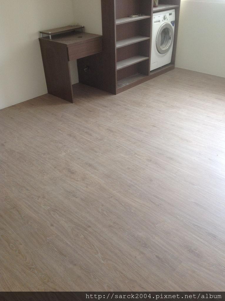 風格木地板*2013*北市八德路木地板直鋪封面施工*實木地板上在鋪上一層新的木地板唷*品名:里斯本-美國篇卡本特系列/海島型超耐磨木地板!