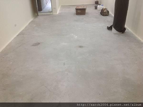 風格木地板*2014*新北市三重區自強路直舖木地板施工*經由粉光過的水泥地面依樣可以直舖施工唷(送靜音墊)*品名:海德堡/美國篇系列/3D同步木紋/無接縫設計!
