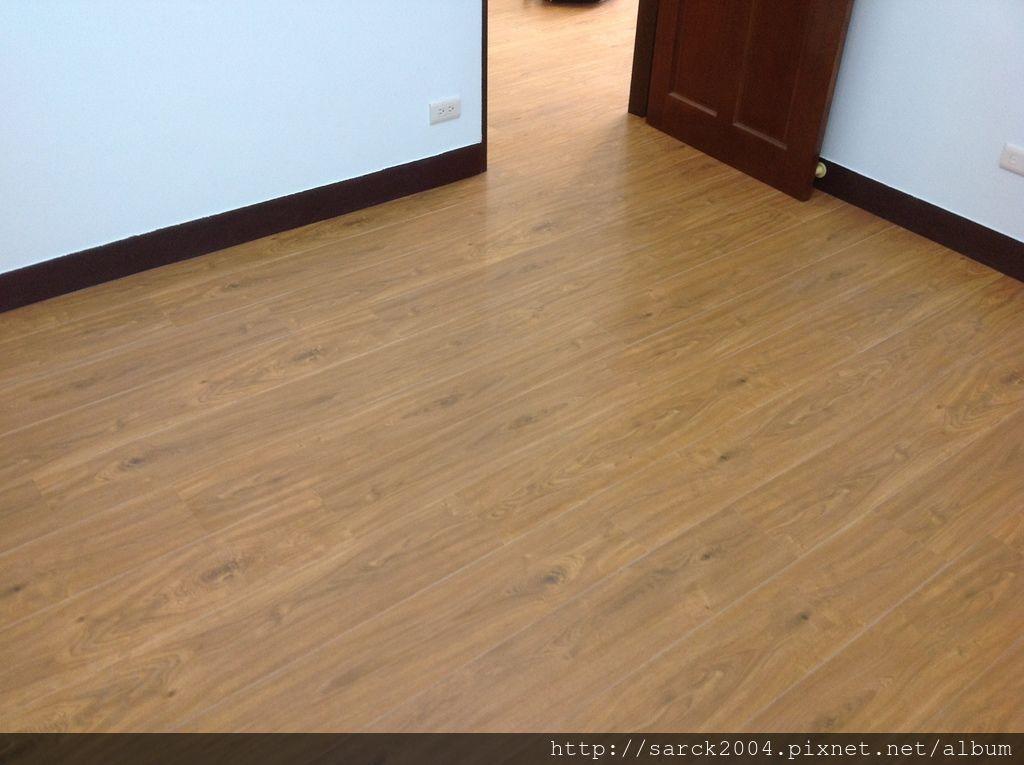 同步對紋超耐磨木地板