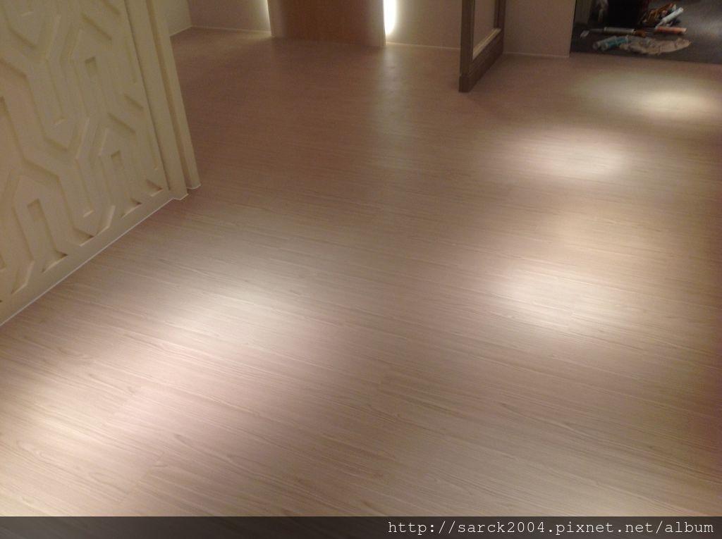 品名:現代秋香/海島型超耐磨木地板