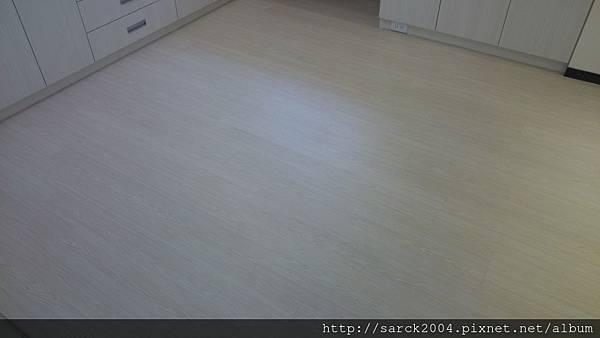 品名:北歐白松/海島型超耐磨木地板
