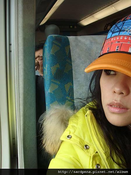 一個人坐高鐵好無聊喔 (4)