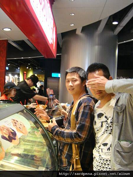 2010 4 12毛哥哥coldstone吃冰淇淋 (10)