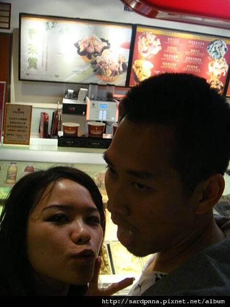 2010 4 12毛哥哥coldstone吃冰淇淋 (13)