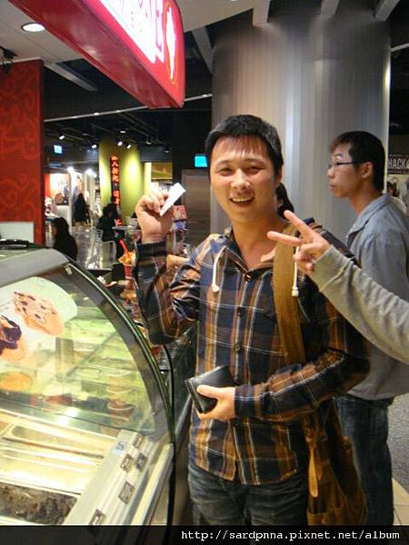 2010 4 12毛哥哥coldstone吃冰淇淋 (12)