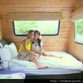 在水一方的露營車 (8)