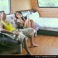 在水一方的露營車 (12)