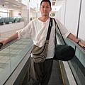 2011-1-21- 從關島回來啦! 在關島機場 (5)