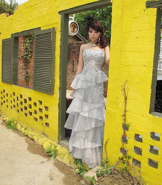 2011 4 9 黃色牆框