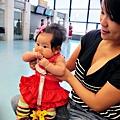 嬰兒坐飛機初體驗 (36)