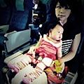 嬰兒坐飛機初體驗 (41)