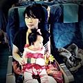 嬰兒坐飛機初體驗 (42)