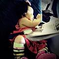 嬰兒坐飛機初體驗 (47)