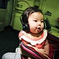 嬰兒坐飛機初體驗 (75)