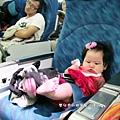 嬰兒坐飛機初體驗 (94)