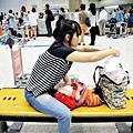 嬰兒坐飛機初體驗 (120)