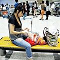 嬰兒坐飛機初體驗 (121)