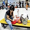 嬰兒坐飛機初體驗 (122)