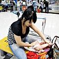 嬰兒坐飛機初體驗 (124)