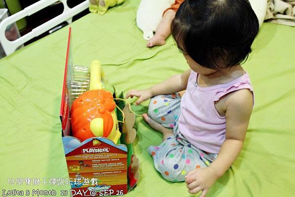 {好康部落試用}葡萄的第一樣互動玩具,兒樂寶獅子彈跳玩球遊戲組 (7)