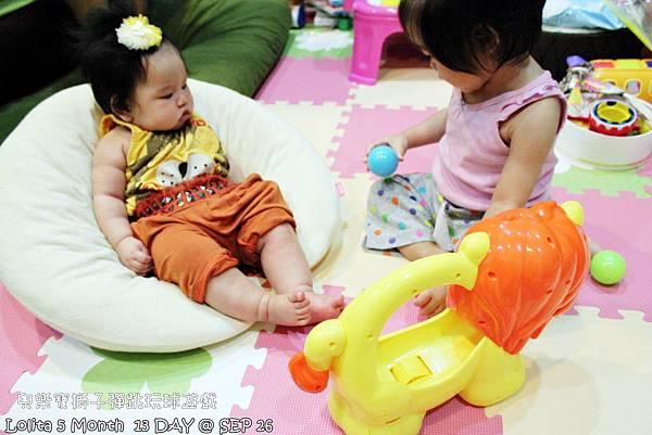 {好康部落試用}葡萄的第一樣互動玩具,兒樂寶獅子彈跳玩球遊戲組 (11)