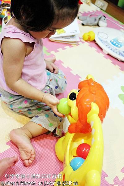 {好康部落試用}葡萄的第一樣互動玩具,兒樂寶獅子彈跳玩球遊戲組 (16)