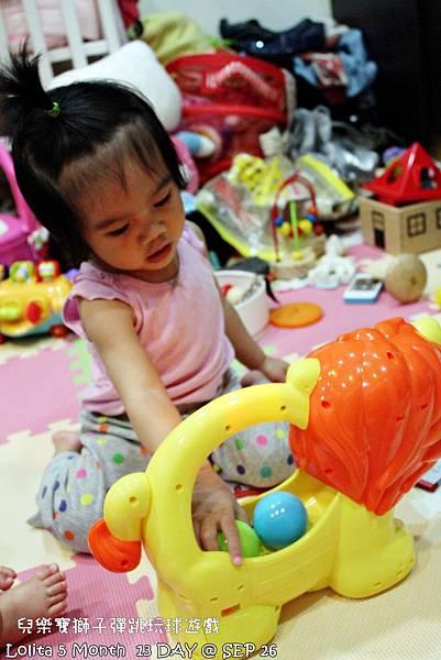 {好康部落試用}葡萄的第一樣互動玩具,兒樂寶獅子彈跳玩球遊戲組 (88)