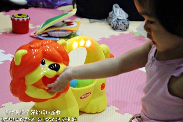 {好康部落試用}葡萄的第一樣互動玩具,兒樂寶獅子彈跳玩球遊戲組 (96)