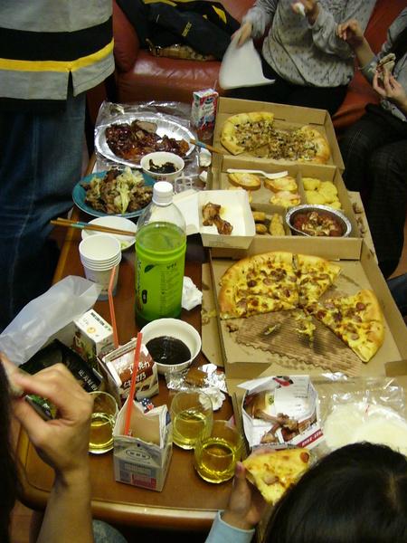 聚會~這種場面是免不了的一桌的食物