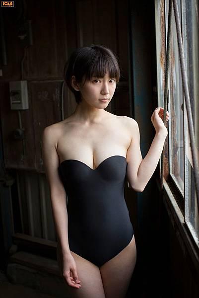 吉岡里帆_003.jpg