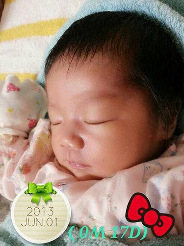2013 6/01 (0M 17D)  看著妳熟睡的表情 再累媽咪都願意