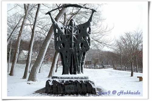 洞爺湖畔的神像(是水神嗎?)