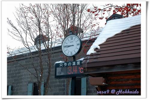 注意看小樽運河旁的屋頂,小心落雪~