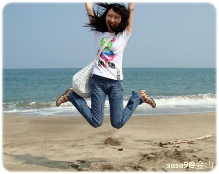 來海邊就是要跳啦~