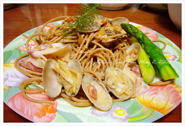 蒜香蕃茄奶油海鮮麵