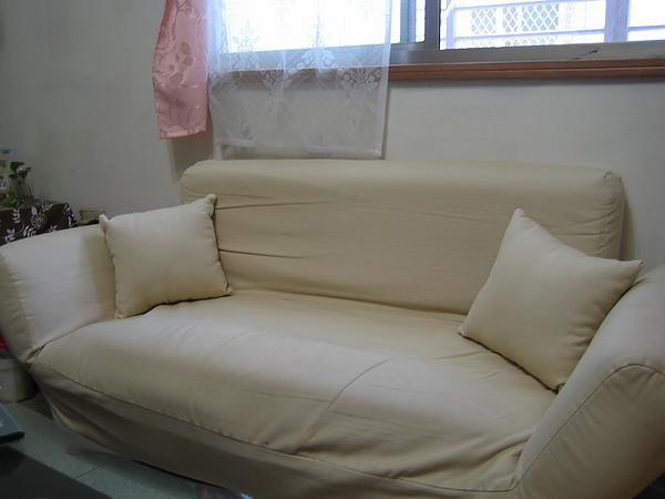 雙人布沙發長約120cm,日式簡約適合租屋族~