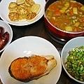 lunch香腸、挪威鮭魚、毛豆、煎雞蛋豆腐、咖哩雞、味增湯