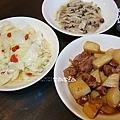 枸杞高麗菜、薑絲黑珍珠菇、馬鈴薯燉雞腿