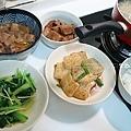 油菜、芋頭、蘿蔔滷肉、紅燒豆腐、酸菜蚵仔湯
