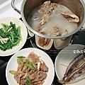 薑絲A菜、竹筴魚、蒜苗肉片、大骨湯