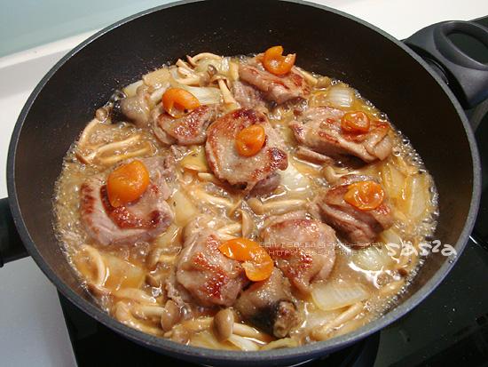 加入雞腿燒煮