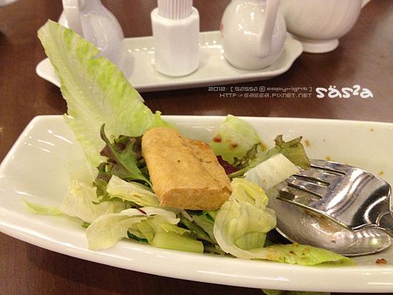 吃剩一塊的潮式豆腐沙拉