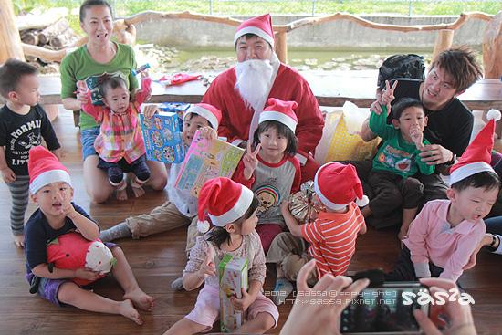 所有的小人都交換了禮物