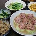 lunch大黃光鑲肉、青江菜、肉末玉米蛋、涼拌小黃瓜、涼拌牛蒡、黃豆芽排骨湯