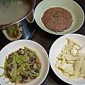 dinner芹菜洋菇、筊白筍、高粱香菇蒸肉、蘿蔔排骨湯