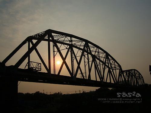 高屏舊鐵橋夕陽